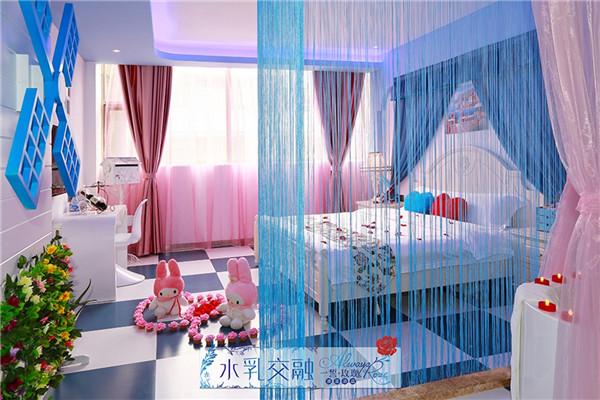 深圳情侣酒店一誓玫瑰建安店的客房