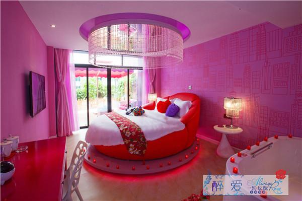 酒店的水床房