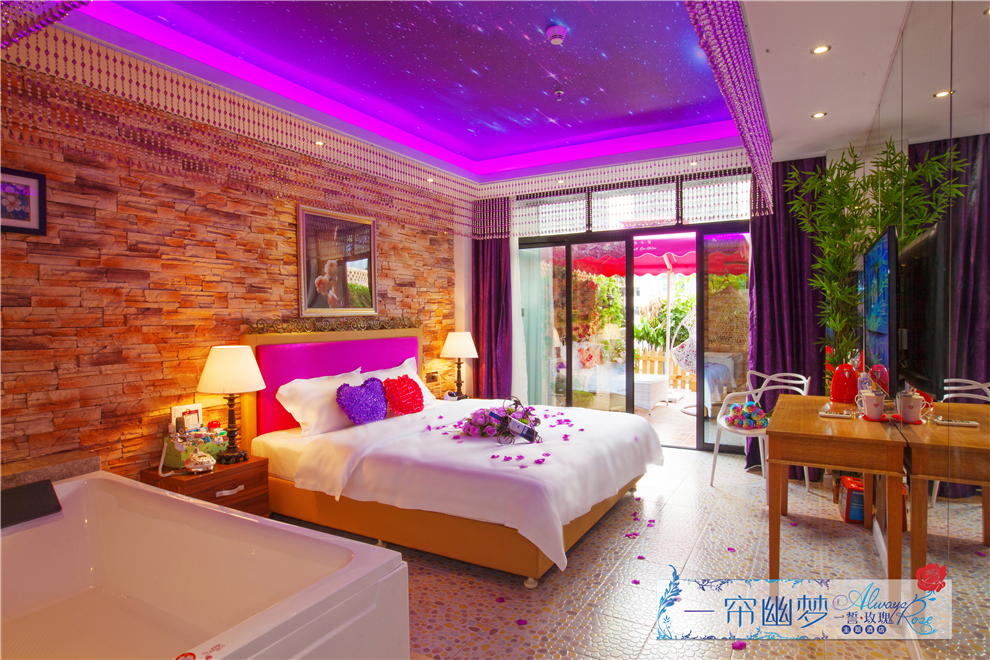 主题酒店带露天阳台的客房